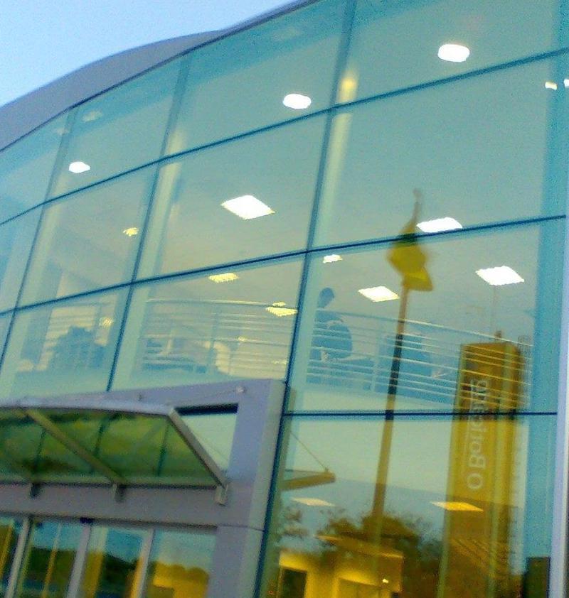 Fachada de vidro de casa